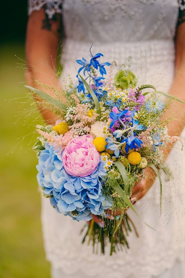 Bouquet Sposa Fiori Campo.Bouquet Da Sposa Con Fiori Di Campo